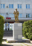 Staty av Lenin framme av administrationen av lodisar Royaltyfri Fotografi