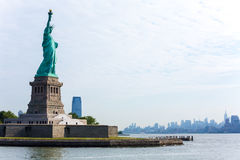 Staty av Liberty New York och Manhattan USA Royaltyfri Foto