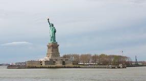 Staty av Liverty och ön Arkivfoto