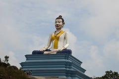 Staty av Lok Yeay Mao på plattformen arkivfoton