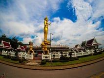Staty av Lord Buddha på Khao Kho Hong Mountain Arkivfoto