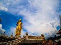 Staty av Lord Buddha på Khao Kho Hong Mountain Fotografering för Bildbyråer