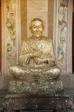 Staty av Luang Phor till Phrom-Mor-ringt-Sri en nobel munk och ett viktigt berömt i Thailand arkivbilder