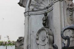 Staty av Manneken Pis i mitten av Bryssel, Belgien Arkivfoto