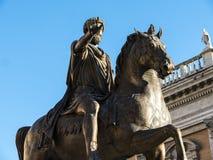Staty av Marcus Aurelius i piazza på den Capitoline kullen i Rome Italien Royaltyfria Foton