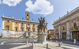 Staty av Marcus Aurelius på piazza Campidoglio fotografering för bildbyråer