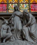 Staty av Mary på domkyrkan av St Michael och St Gudula Bryssel Arkivfoto