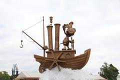 Staty av Mickey Mouse på fartyget arkivfoton