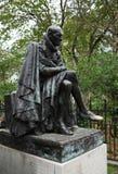 Staty av Montaigne av Paul Landowski på fyrkantiga Paul Painlevé, Paris, Frankrike. Arkivbild