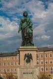 Staty av Mozart i Salzburg Österrike fotografering för bildbyråer