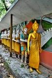 Staty av munkar Arkivbild
