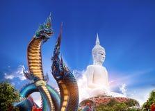 Staty av Naka Buddha och stor Buddhastaty på Mukdahan Provin Fotografering för Bildbyråer