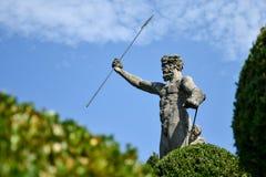 Staty av Neptun med en lyftt hand som rymmer en treudd, i Get Royaltyfri Foto