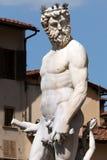 Staty av Neptune i springbrunnen av Neptune Arkivfoto