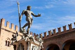 Staty av Neptune på Piazza del Nettuno i bolognaen Arkivbild