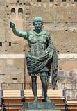 Staty av Octavian Augustus i gatan av det imperialistiska forumet i Rome Italien Europa Royaltyfria Foton