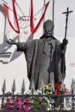 Staty av påven John Paul II, Garde Kirche, Wien Royaltyfria Bilder