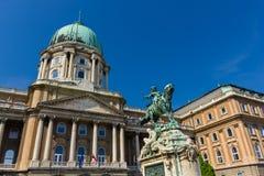 Staty av prinsen Eugene av savojkål i den Budapest Ungern Royaltyfri Bild