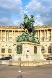 Staty av prinsen Eugene framme av den Hofburg slotten, Wien, Österrike arkivfoto