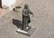 Staty av prinsen Podolsky Fedir Koryatovych 1331-1414 i slotten Palanok, Mukachevo, Ukraina foto: MUKACHEVO UKRAINA - APRIL 1,2 royaltyfri bild