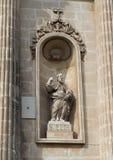 Staty av profeten och mirakelarbetaren Elias på Chiesaen del Carmine, Ostuni arkivbild
