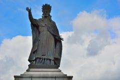 Staty av påven Sylvester II i Aurillac, Auvergne, Frankrike Arkivbilder