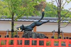 Staty av räven på den Fushimi Inari relikskrin Fotografering för Bildbyråer