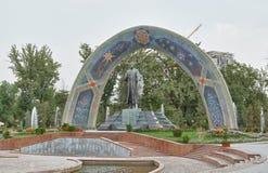 Staty av Rudaki dushanbe tajikistan Arkivbilder