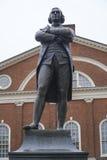 Staty av Sam Adams i Boston i stadens centrum - BOSTON, MASSACHUSETTS - APRIL 3, 2017 Royaltyfria Foton