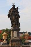 Staty av St Anthony av Padua i Prague Royaltyfri Fotografi