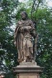 Staty av St Judas Thaddeus på Charles Bridge Arkivbild