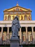 Staty av St Paul som rymmer ett svärd Fotografering för Bildbyråer
