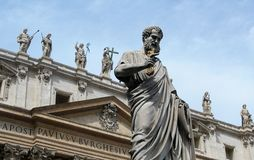 Staty av St Peter i Vatican City, Italien royaltyfri bild