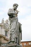 Staty av St Peter i Vaticanen Rome Arkivfoton