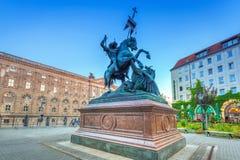 Staty av Stet George och draken i Berlin, Tyskland Royaltyfria Bilder