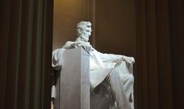 Staty av USA-presidenten Abraham Lincoln inom Lincoln Memorial Royaltyfri Bild