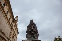 Staty av Vlad Tepes, aka Vlad Dracul eller Dracula i citadellen av Sighisoara, var han var allegedly bördig det 14th århundradet Arkivbilder