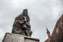 Staty av Vlad Tepes, aka Vlad Dracul eller Dracula i citadellen av Sighisoara, var han var allegedly bördig det 14th århundradet Arkivfoton