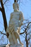 Staty av Vulcan av schackbergkaskaden i Peterhof, St Petersburg, Ryssland Arkivfoto
