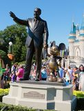 Staty av Walt Disney på det magiska kungariket Fotografering för Bildbyråer