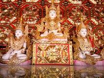 Staty Buddhabild, guld- prydnader, Burmese traditionell konst, royaltyfri bild