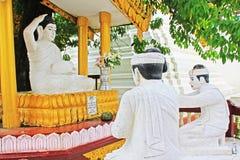 Staty för Buddha för Shwedagon pagod` s, Yangon, Myanmar Royaltyfria Foton