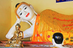 Staty för Buddha för Shwedagon pagod` s, Yangon, Myanmar Arkivbilder
