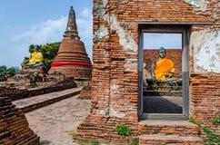 Staty för Buddha två i antik fristad fotografering för bildbyråer