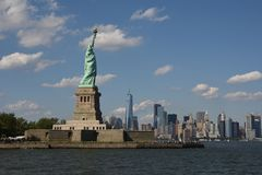 staty för frihetmanhattan horisont Royaltyfri Bild