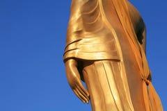 Staty för guld för sidosikt av den closeupbuddha handen Royaltyfria Bilder