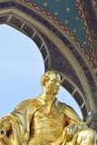Staty för prins Albert Gold på Albert Hal Royaltyfria Bilder