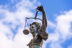 staty för strömförsörjning för frankfurt rättvisalady Arkivfoto