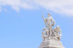 Staty för tre män på den nationella monumentet av den Victor Emmanuel II Rome piazza Venezia Royaltyfri Fotografi
