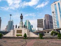 Staty i affärsområdet med klar blå himmel royaltyfri foto
